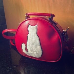Adorable Beibaobao bag for cat lovers!
